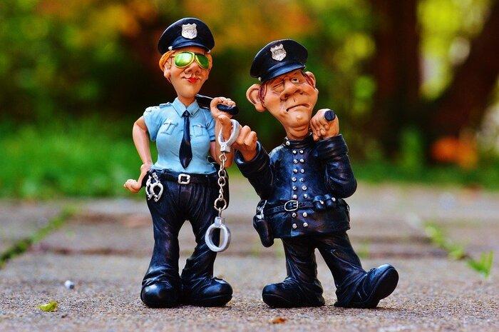 なめた警察