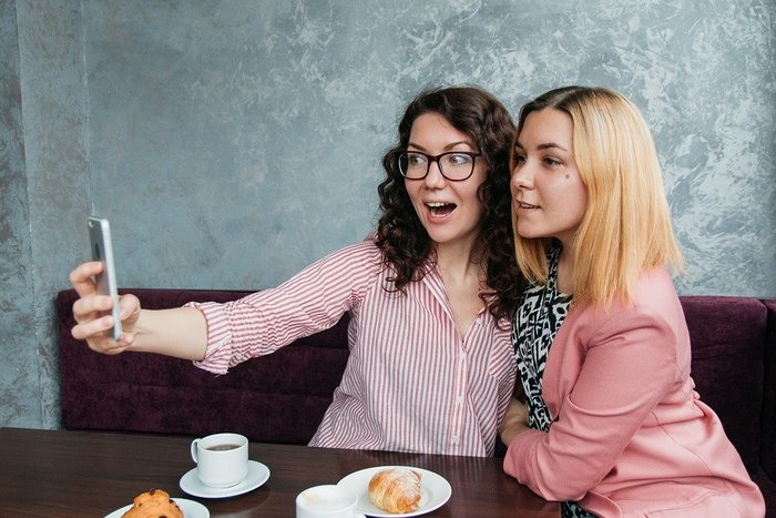 女子二人の自撮り