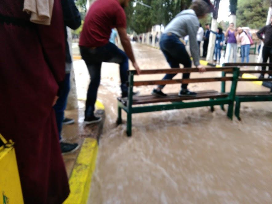 ヨルダン大学の洪水