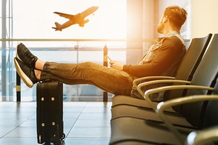 空港 男性