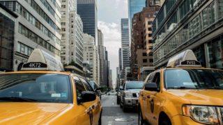 街中のタクシー